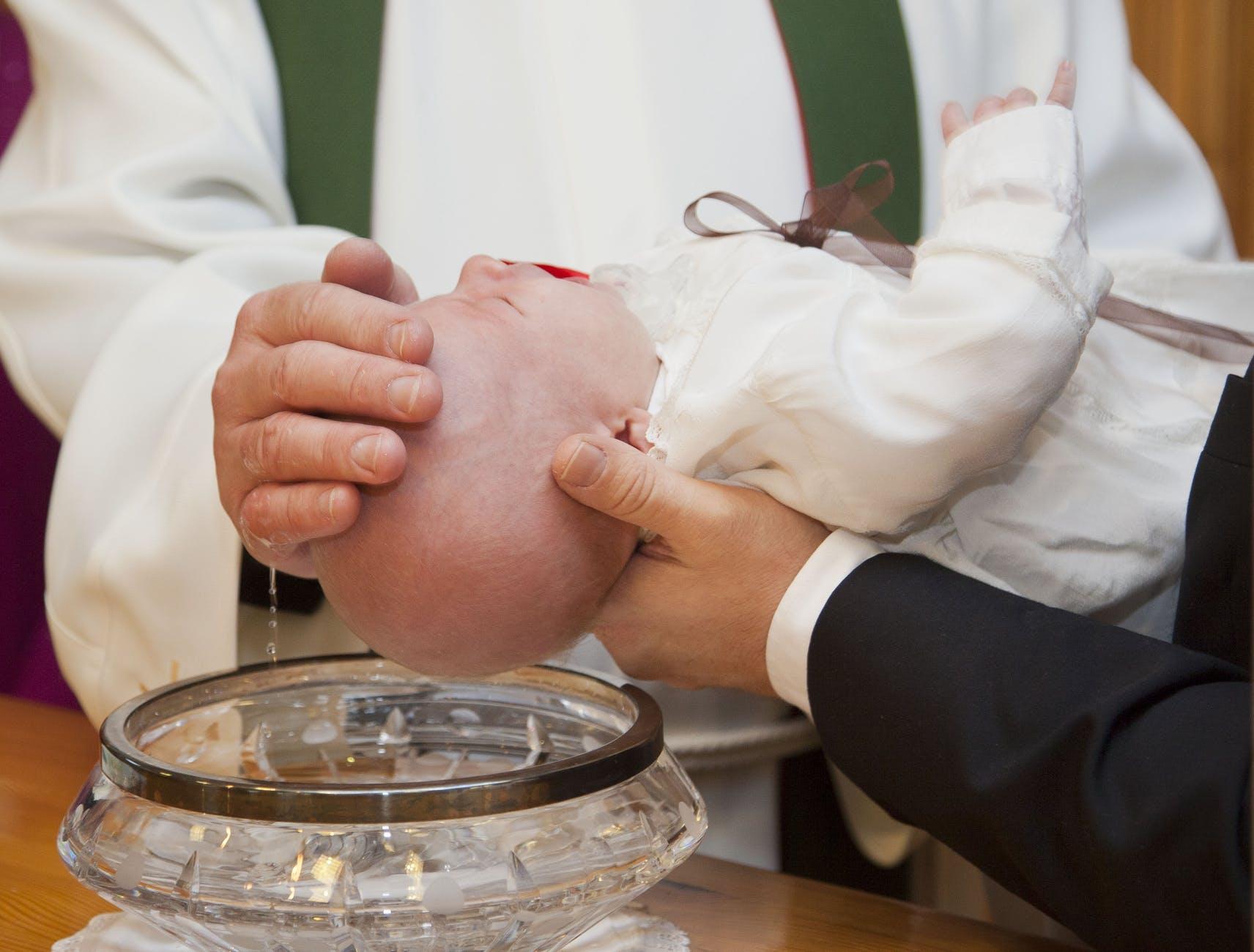 Médaille de baptême : les critères de choix